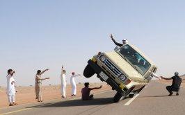 sidewall-skiing-car-saudi-arabia4