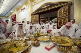 122-saudi-arabian-men-at-a-feast