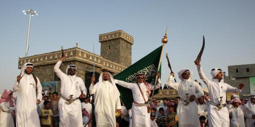 landscape_odd-saudi-men-janadriyah-dancing